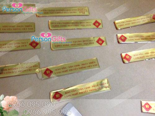 lam tem san pham phu keo eboxy Sản xuất làm tem nhựa dẻo decal dán sản phẩm